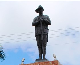 Charters Towers Memorial Cenotaph - Winery Find