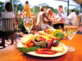 Eldredge Vineyards And Restaurant - Winery Find